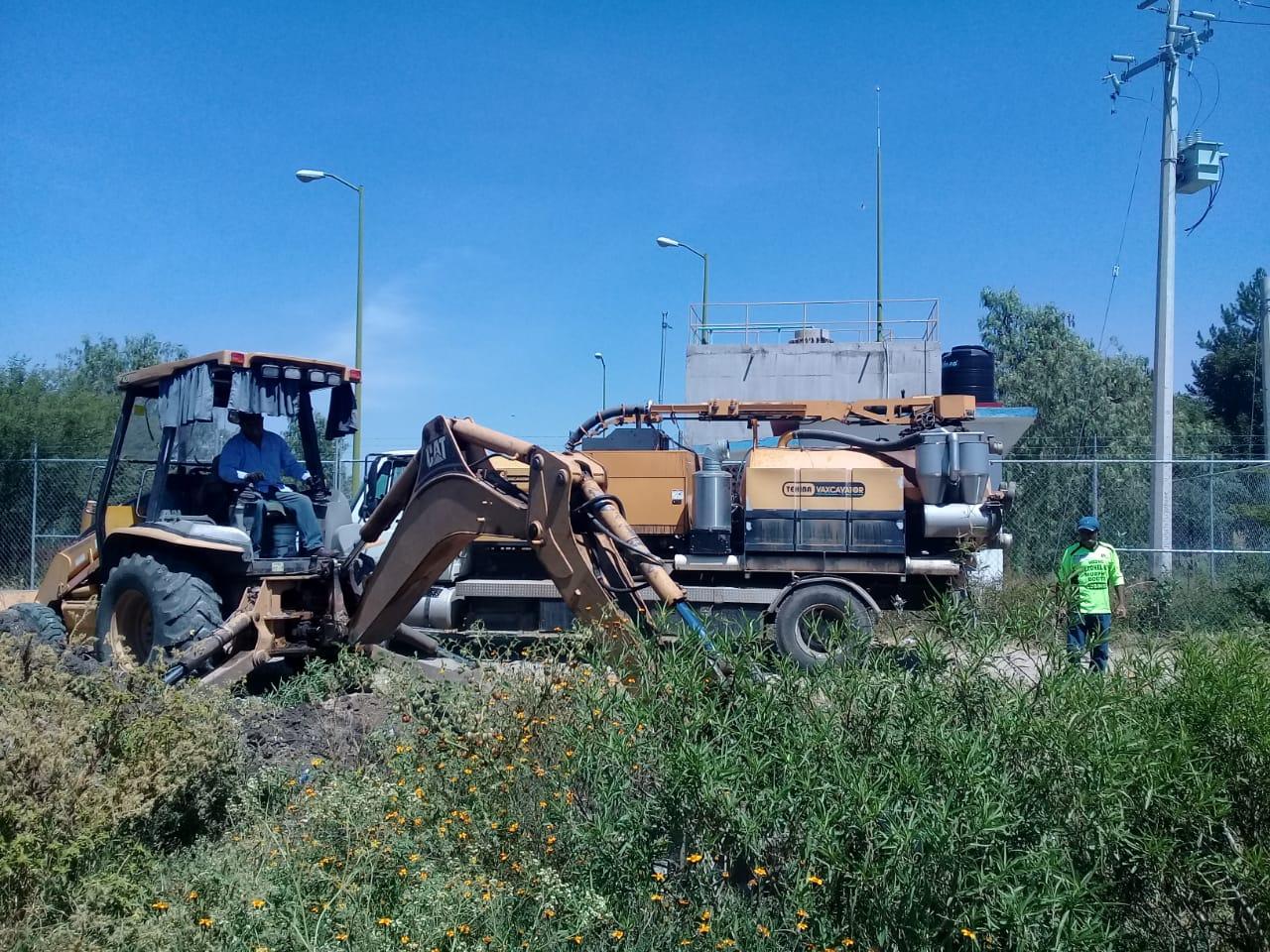 """Limpieza de drenajes y nivelación de caminos, un """"trabajo continuo"""""""