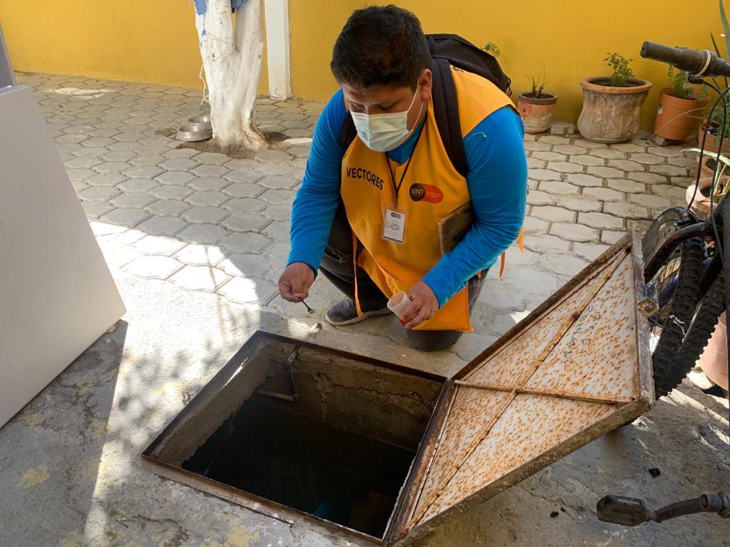 Vectores realizan visitas domiciliarias para prevenir el dengue