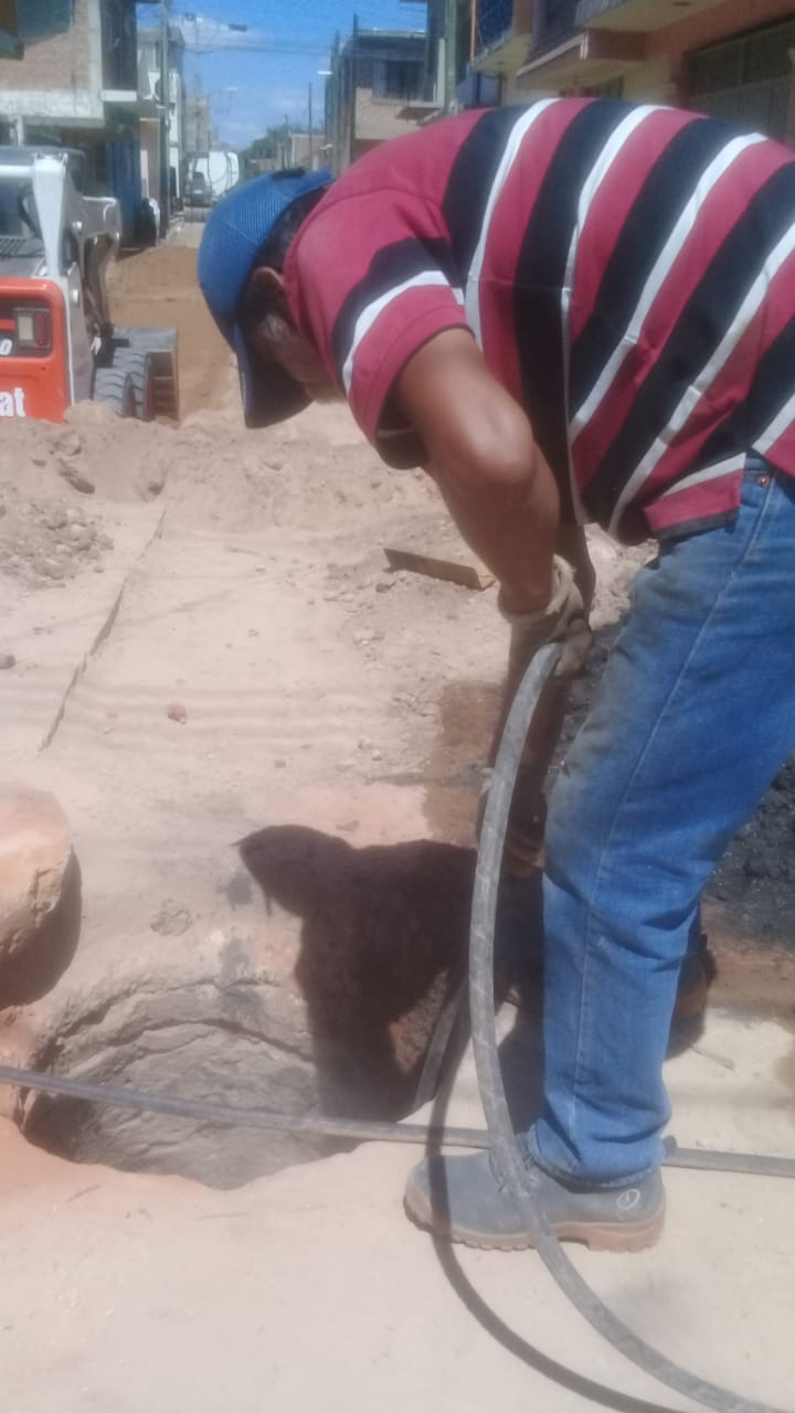 Colonias y comunidades de Silao se benefician con desazolve y limpieza de drenajes