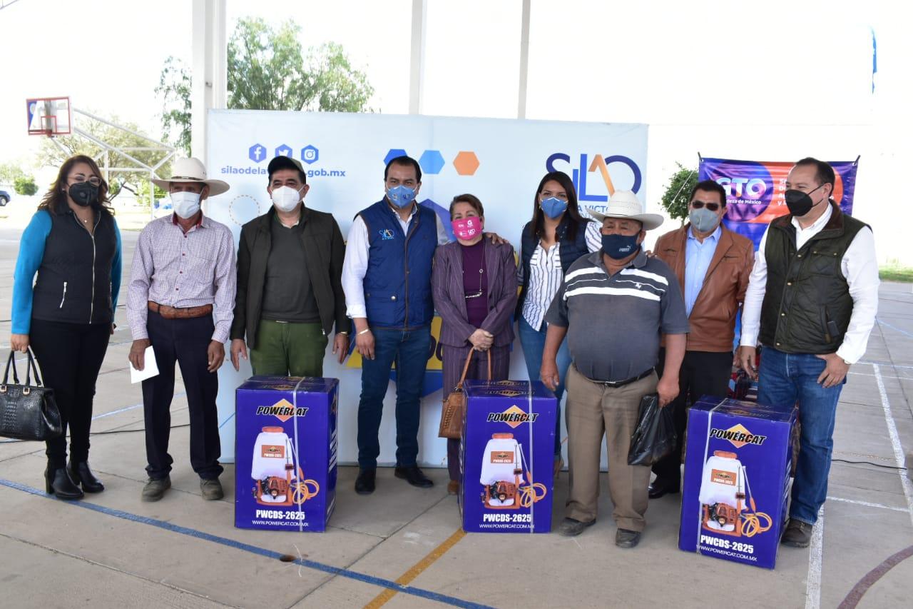 Fortalece Municipio el desarrollo agropecuario con entrega de implementos agrícolas