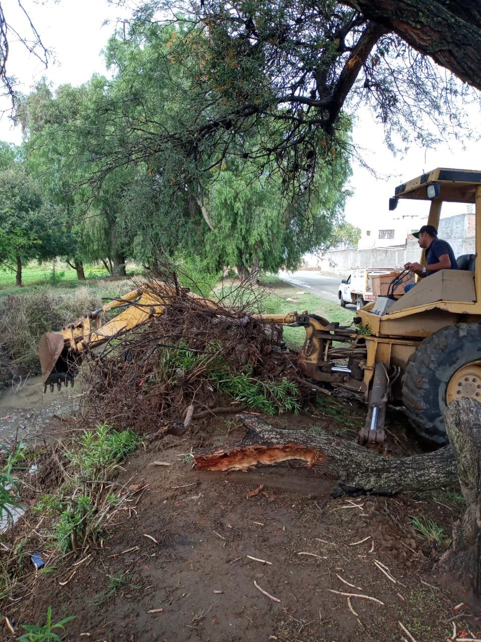 Brindan mantenimiento a canales y arroyos por temporada de lluvias