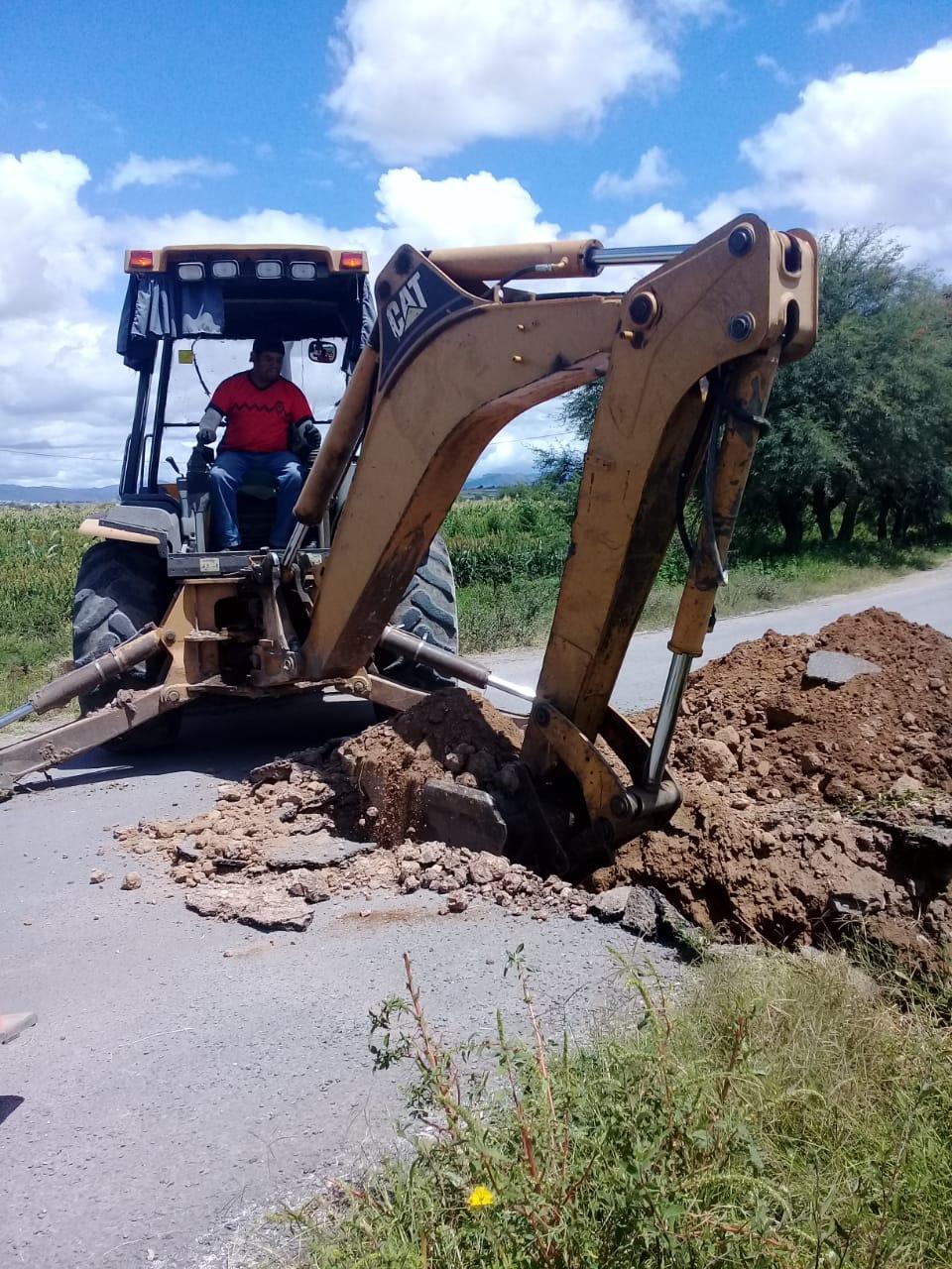 Mejoran y reparan caminos en las comunidades de Alfarería y San Ramón de Gallegos