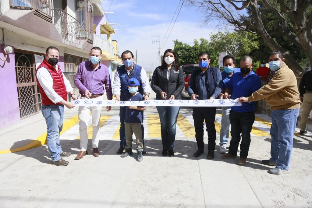 Toño Trejo entrega obras de pavimentación en Franco y Bajío de Bonillas