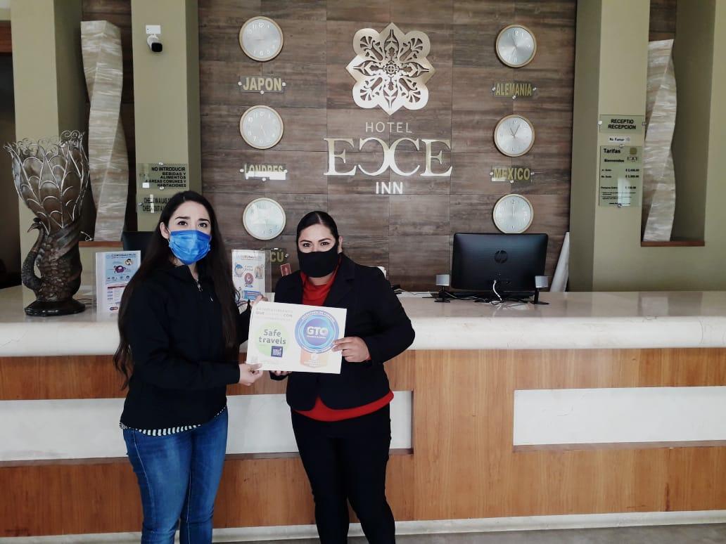 """Entregan 40 certificados de """"Distintivo Guanajuato Sano"""""""