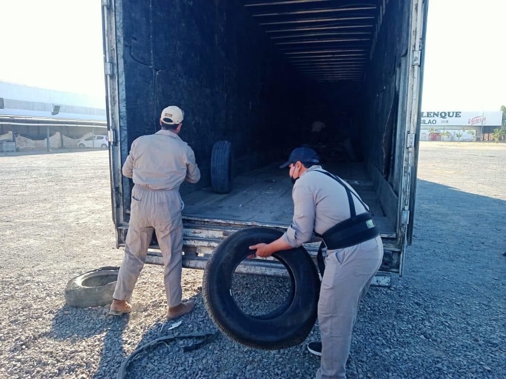 Trasladan 2 mil neumáticos para su reciclaje
